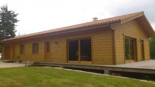 Maison bois massif de construction récente