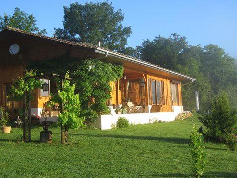 maison ecologique en bois massif plein pied avec piscine. Black Bedroom Furniture Sets. Home Design Ideas