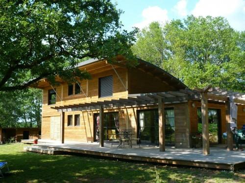 Maison bois contemporaine en pin douglas for Maison bois contemporaine