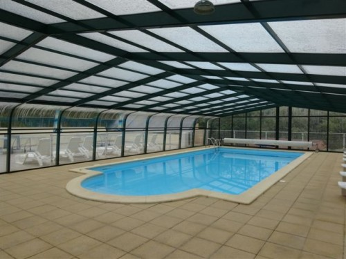 Gites avec piscine couverte chauff e annonce maison for Piscine bois chauffee